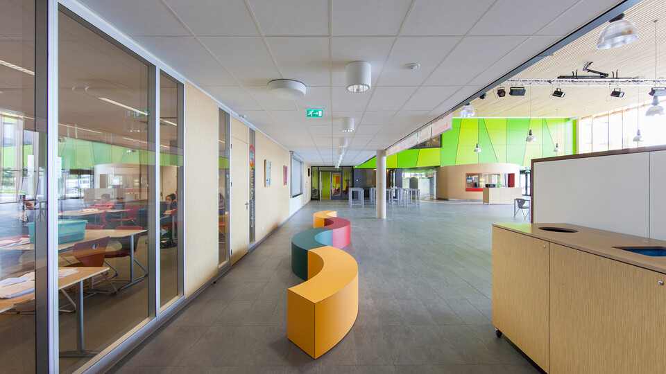 Featured products: Rockfon® Tropic™, 1200 x 600